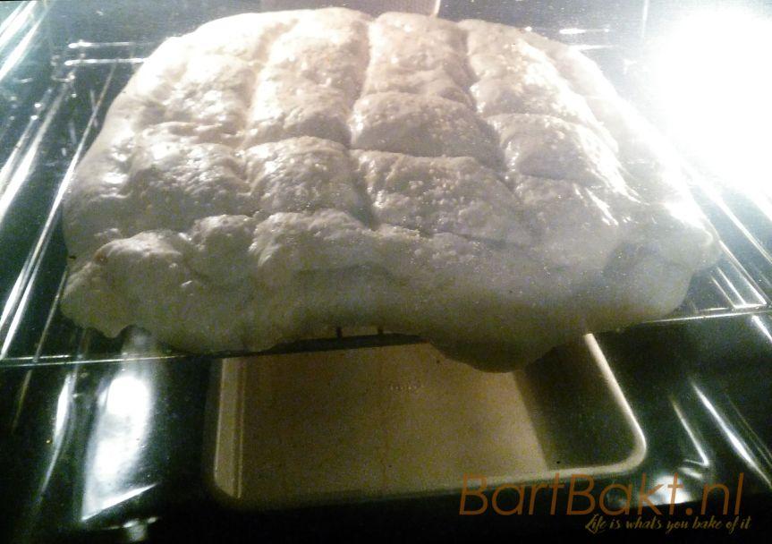 Turks brood bakken op een te kleine steen